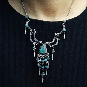 Jewelry - Teal necklace and earring set